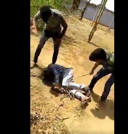 दलित युवक की बेरहमी से पिटाई मामले में पुलिस ने पीड़ित पर ही क्यों की कार्रवाई ?